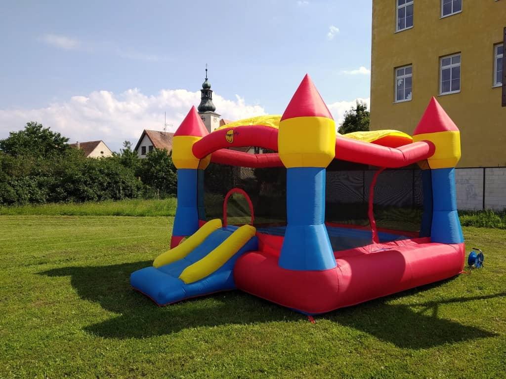 Skákací hrad pro děti na pronájem